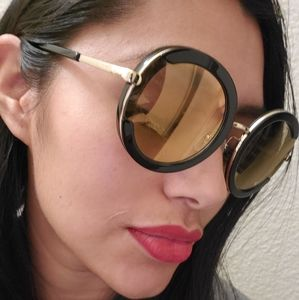 Gorgeous statement Ferragamo sunglasses!